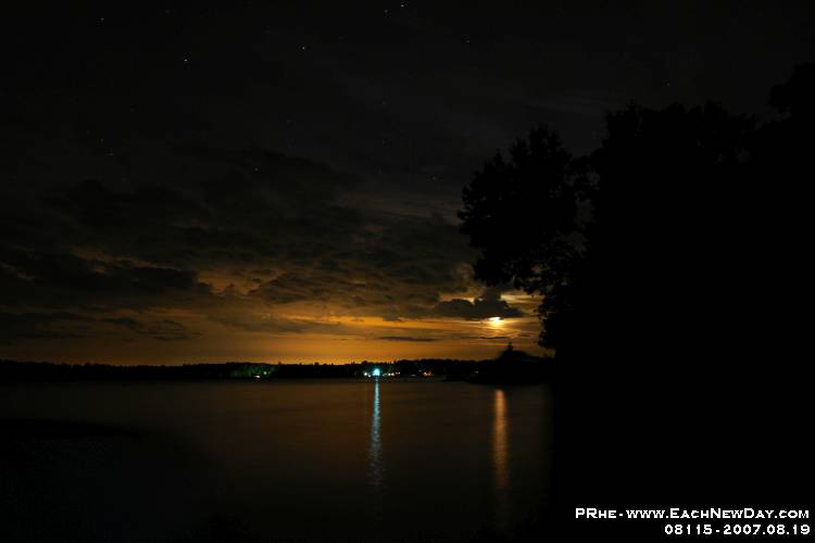 08115ls - Shooting stars at the cottage - Moon - Jupiter over Birch